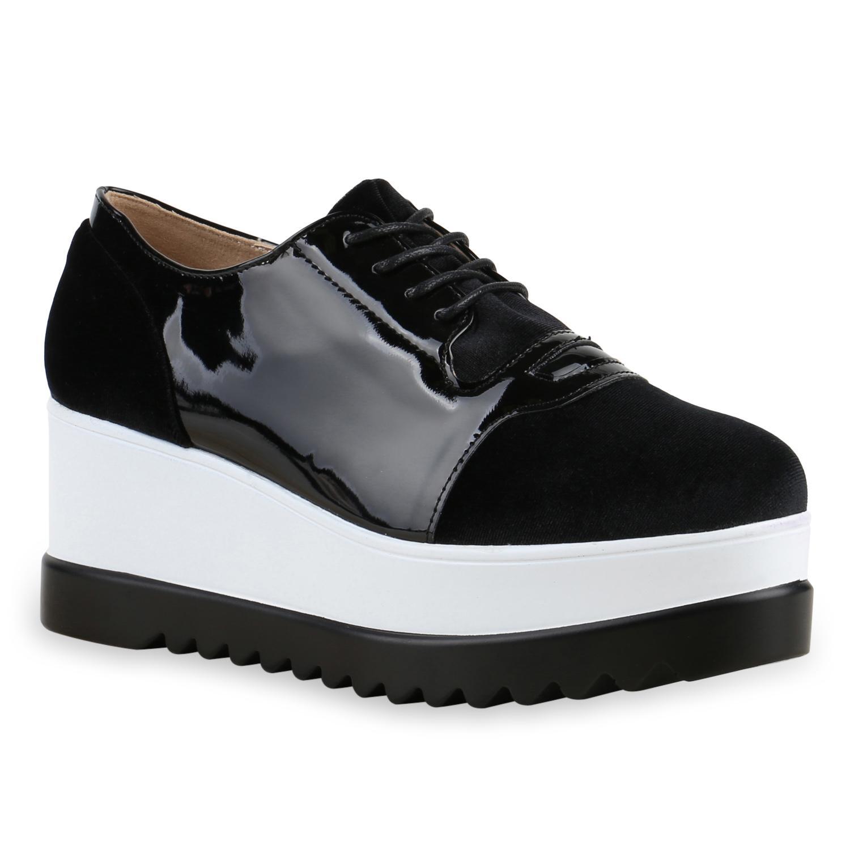 Schuhe Color me up! Warum Schuhe jetzt Farbe bekennen. Blau, Gold, Weiß – Schuhe kommen dieses Jahr in bunten Designs daher. Was sich schräg anhört, hat einen lässigen Fashion-Faktor.